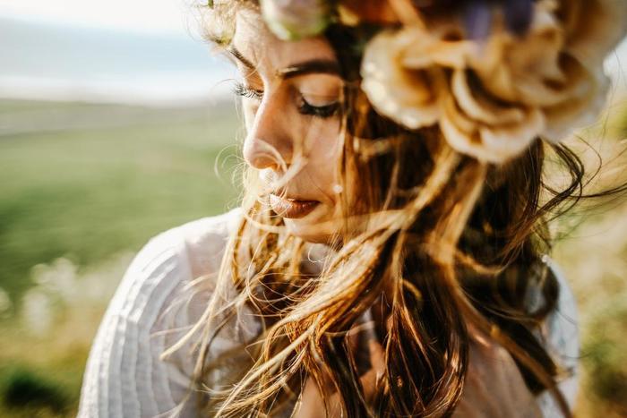 仕草(しぐさ)が美しい人がいると、つい見入ってしまいます。美しい仕草には、人の心を動かす力があります。