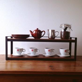 ポットやコーヒー豆、お茶っ葉などと一緒に並べても素敵だし実用的でいいですね。