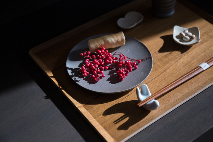 バリエーション豊かな日本の食事、飲食店やレシピなどを見ていると、和食、日本食などの言葉を目にします。似たような言葉からイメージはするものの、説明しようとすると迷ってしまいますよね。この2つにはどんな違いがあるのでしょうか。