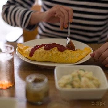 日本で食べられている食事全てについて、「日本食」といいます。カレーライスやラーメン、オムライスなどのように、日本で独自の変化を遂げて愛されている国民食も「日本食」です。