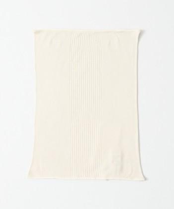 夏は涼しく冬は暖かいシルク100%で伸縮性のある腹巻は、長めの丈と細かいリブが上質さを感じさせます。薄手で、タイト目の服装でもバレずに着用できるのも嬉しいポイント。