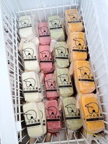 店内にはキウイ、いちごミルク、あずき、北海道ミルク、マンゴーの5種類の定番フレイバーのアイスキャンデーが並んでいます。フルーツ本来のおいしさが味わえると評判です。