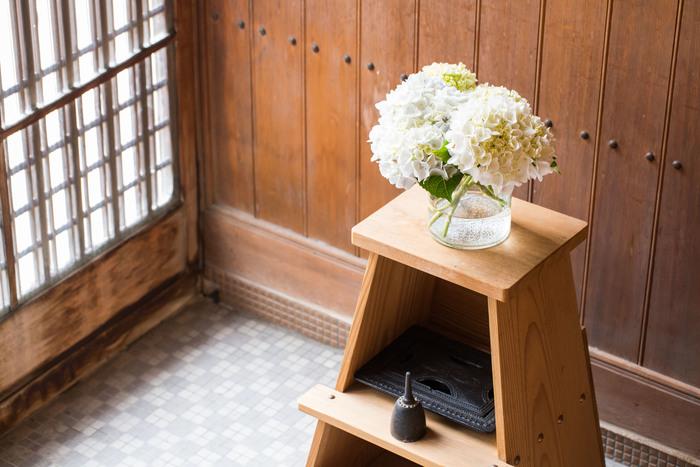 築60年の離れをリノベーションしたというお住いは、古きよき味わいを活かした素敵な空間です