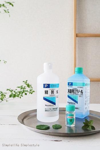 使うのは、ハッカ油・エタノール・水の3つだけ。水道水でも問題ありませんが、より精度の高い水を使いたい場合は精製水がおすすめです。どれも薬局で簡単に手に入るのが嬉しいですね。