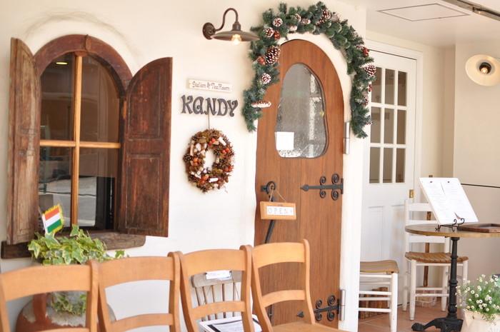 元町のメインストリートからひとつ脇に入ったところにある、かわいらしい外観が目印の「KANDY(キャンディ)」は、お手ごろ価格で本格イタリアンを楽しめると評判のお店です。