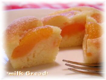 混ぜて焼くだけの簡単レシピ。スポンジに染み込んだあんずシロップがたまらないケーキです♪