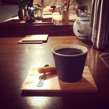 コクテール堂の珈琲を楽しめます。他に、かぼちゃの紅茶や台湾茶、アルコール飲料なども扱っています。 今後、竹で作る箸つくりや金繕い(金継ぎ)教室などのワークショップも企画していくようですよ。興味のある方は、問い合わせてみて下さい。