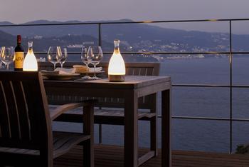 室内はもちろん、テラスでディナーを楽しむ時にもぴったり♪キャンドルに似た柔らかい光が、手元を優しく照らしてくれますよ。