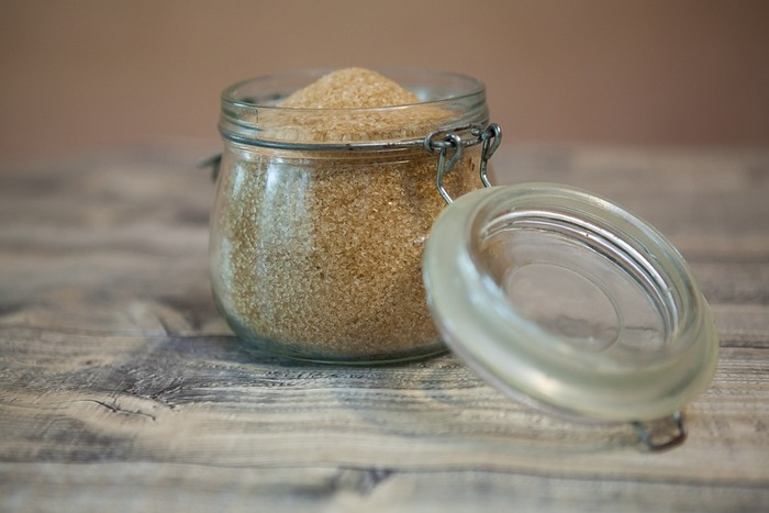 こちらも、砂糖1:ココナッツオイル1で混ぜ合わせて、優しくマッサージするだけ。気分に合わせてはちみつとココナッツオイルを交互に使うのもいいですね。