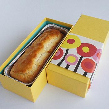 甘酒の甘みや香りを生かした米粉のパウンドケーキです。しっとり、もっちりとした食感は和菓子と洋菓子の中間のような味わい。お呼ばれの手土産にもぴったりですね。