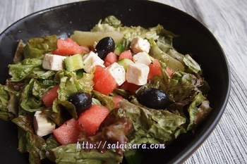 こちらはルッコラではなく、サニーレタスとオリーブオイルをフェタチーズ&スイカに合わせた爽やかなサラダは朝食にもピッタリ◎