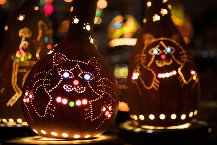 こちらはねこちゃんのランプ。 キラン!と光る目が愛らしいです。猫好きにはたまらないランプですね。