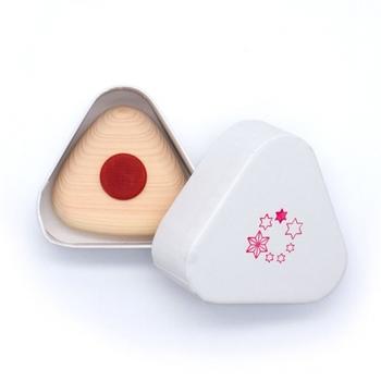 まるで手作りおにぎりのような可愛らしい歯固めは、お友達の赤ちゃんへのプレゼントにも喜ばれそうです。