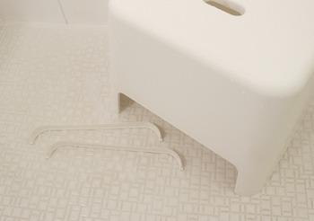ちなみにこちらの写真のように、できるだけ分解できるパーツは外してからお掃除してくださいね☆重曹の代わりに「オキシクリーン」でも、同じようにつけ置き洗いができるそうです。重曹を使った簡単お掃除術で、いつも清潔なお風呂場をキープしましょう!