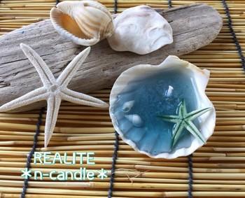 貝殻にとかしたロウと芯をさしこめば、貝殻のキャンドルの出来上がり。可愛いですね!