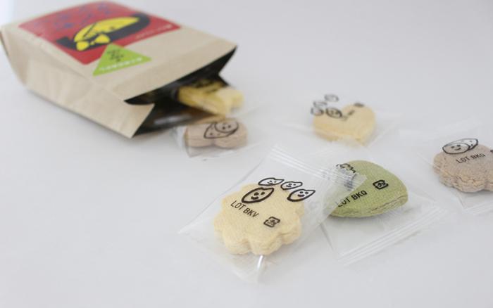 同じく米粉とお野菜の味わいを使った、こどもクッキーの女の子向けの商品です。ココア味がプラスされているほか、女の子の好きな花形やハートなどの形で作られているのが特徴です。
