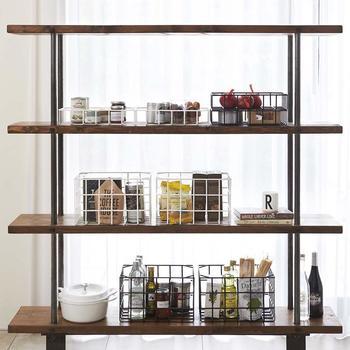 ブラックとホワイト、それぞれ色違いやサイズ違いで揃えるのも◎。キッチンの棚の中や、オープンラックにもバッチリ使えます。