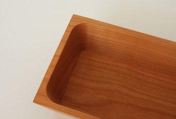 内側の角が丸くなっているので、洗う時にキレイに汚れが落とせます。使ううちにバターの脂が木になじんでくるのも楽しみですよ。