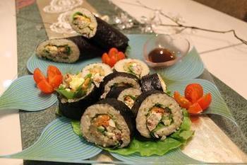 こちらは、玄米の巻き寿司。柚子の爽やかさが、オイルサーディンの濃厚さを中和して、とてもバランスのいい美味しさに。節分のためのメニューですが、材料も手軽ですのでいつでも作って楽しみたくなりますね。