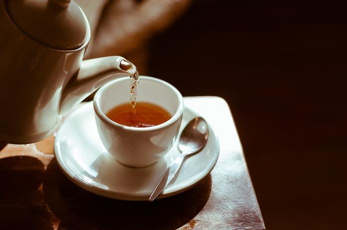 あたたかなお茶で、ほっと一息つけば、身体の力が緩んで自然とうとうと…。夜はノンカフェインのハーブティーがおすすめです。カモミールやオレンジブロッサム、ラベンダーなどでゆっくりと眠りを誘いましょう。