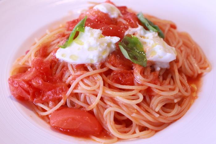 トマトをスープやソースなどに使う時には、ザク切りもおすすめ。煮ているうちに形は崩れてしまうこともありますので、それほど形を気にしなくても良いですよ☆