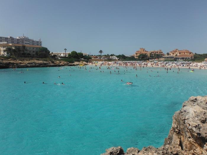 海水浴場はまるでプールかと思ってしまうほど。