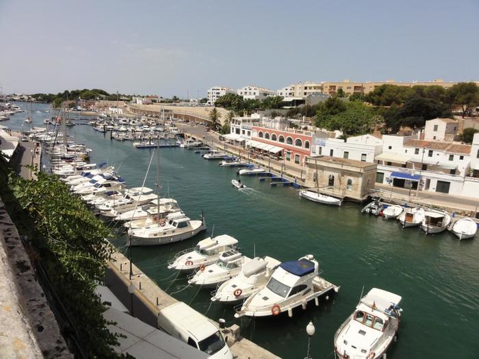 昔の首都Ciutadella(シウタデラ)。情緒ある港町ですね。