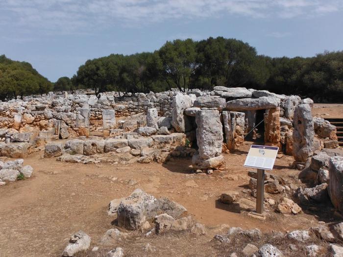メノルカ島にはいくつか遺跡も存在しています。こちらはTorre D'en Galmes遺跡。