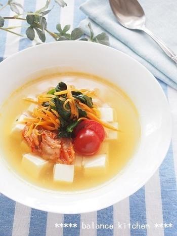 『韓国冷麺風 豆腐の冷製スープ』 暑い季節には食べたくなる、ピリ辛味もひんやりスープで楽しんじゃいましょう♪豆腐や野菜がたっぷりと入っているので、栄養満点!