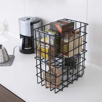 towerシリーズならではのシンプルなデザインは、キッチンカウンターの上で直接使用しても、違和感なくとけこんでくれます。こちらはスタッキングして使用できるので、カウンターの上が一気にすっきりしそう。