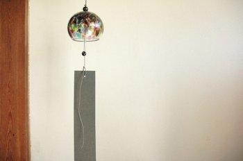 オーソドックスなガラス管が涼しげな音色を奏でます。おしゃれな風鈴はお部屋のインテリアとしても愉しめますね。