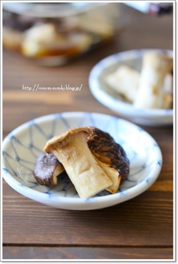 はちみつレモン酢と醤油を合わせ、シイタケ・エリンギ・かつお節と混ぜただけの簡単副菜。レモン酢が疲れた体をリフレッシュさせてくれますよ◎