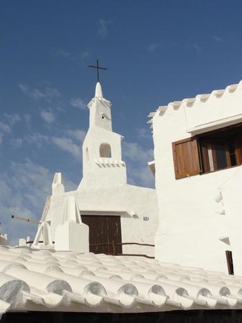 白い教会。大切な人と訪れたいです。