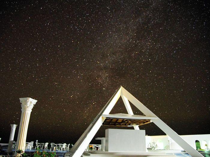 都会では見られないような大パノラマの星空が広がる、与論島の夜。島の美しさを、肌で感じられるような旅となりますように。