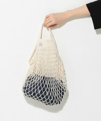 """さらに、ちょっとしたものを収納できるのでインテリアのお洒落なアクセントにも♪とっても優秀な""""あみあみバッグ""""の魅力をご紹介します。"""
