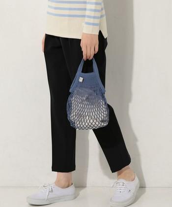 """""""あみあみバッグ""""は、もともとフランスの漁師たちの間で「フィレ」と呼ばれ親しまれていたアイテム。また、今ではマルシェでお買い物をする時に欠かせない定番バッグとなっています。"""
