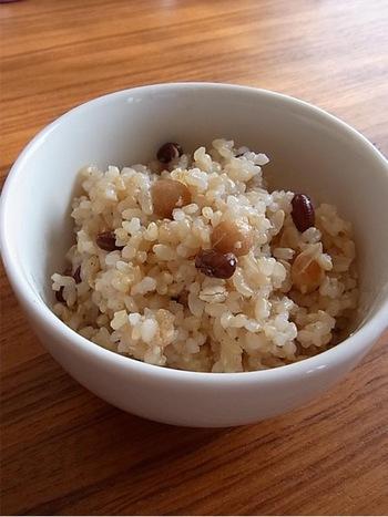 米は、栄養バランス的にも優れた食材で、白米に比べてタンパク質やミネラル、ビタミンB1、食物繊維などが多く含まれています。