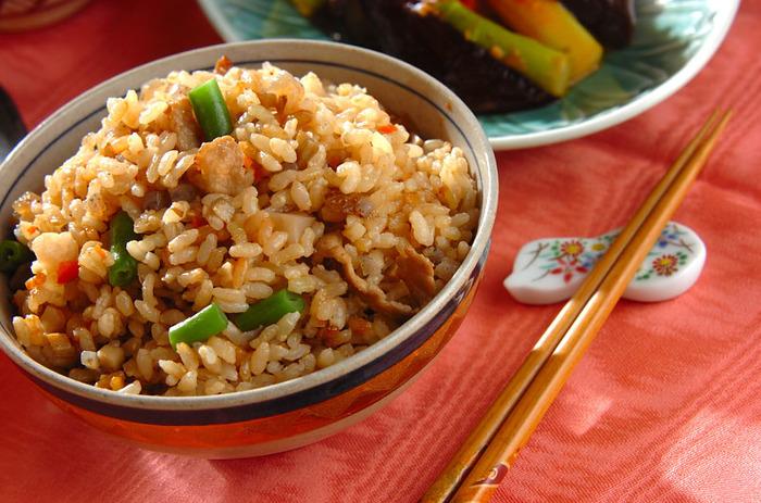 また、玄米は噛み応えもあるので、自然と咀嚼の回数も増え、満腹感が得やすいのも特徴。比較的少量でも満足できるので、食事の量を抑えたい方にはうれしいですね。