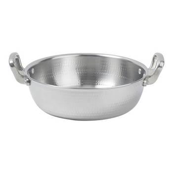 ≪打出揚鍋 27cm≫ 熱伝導率の良いアルミ鍋は、揚げ物にも向いています。天ぷらやとんかつも、アルミ鍋を使うだけで、ふわふわサクサクに出来上がるんですよ♪もちろん、煮物などにも使えます。