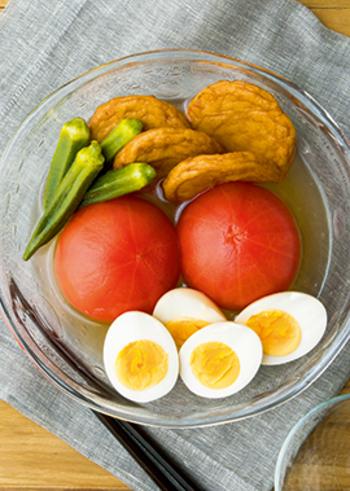 夏は、冷やしおでんはいかが?だし汁が染み込んだトマトはさっぱりジューシーな味わい。トマトは湯むきしておくと、食感が良くなります◎