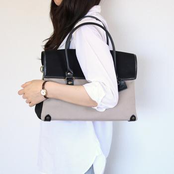 カジュアルになりすぎず、大人の女性が持つのにふさわしい上品感ただようバッグです。