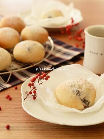 こちらは余りがちな黒豆を使い、ホームベーカリーで簡単に作れる豆乳パンです。おやつにもいいですね!