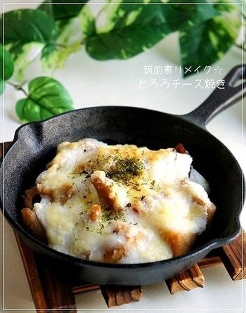 筑前煮にとろろとチーズを合わせて、ちょっと洋風なおかずにリメイク。青のりを散らずとさらに風味がアップします。