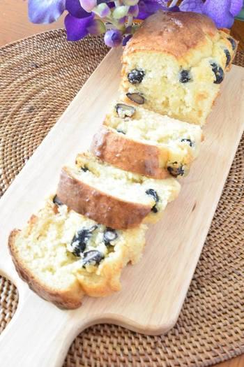 黒豆と体に優しい甘酒を合わせたケーキのレシピです。麹も使うことでほんのり味噌の風味と優しい甘さが楽しめます。
