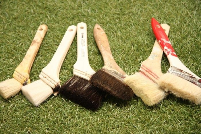 ・好みの色のペンキ ・手袋(軍手やビニールでOK) ・ローラー ・刷毛 ・トレイ  ◇マスキングテープ ◇新聞  ◇はあったら便利なものです