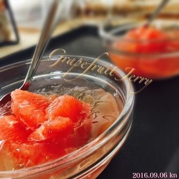 冷たいのどごしにさわやかな酸味がうれしい、グレープフルーツゼリーです。