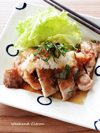 鶏もも肉でスタミナをつけつつ、梅風味のポン酢たれでさっぱりと食べやすく。