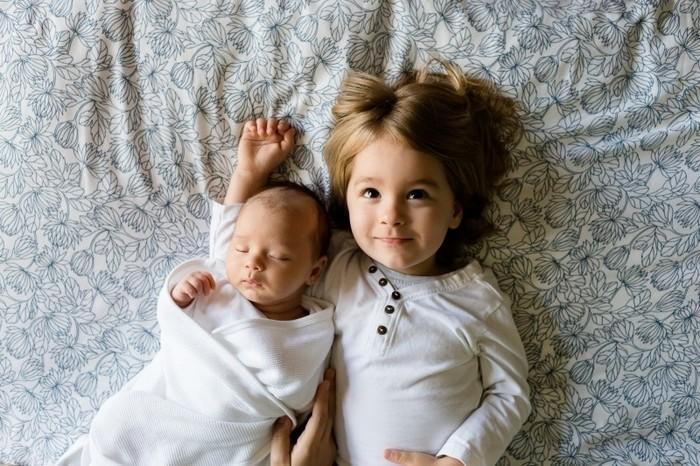 【2人目の赤ちゃんを授かった時に出てくる悩み】 それぞれの子どもたちを平等に見てあげられているか、赤ちゃんに手がかかり上の子をあまり見てあげられていない、一人一人の要求にこたえてあげられていない、など。  【1人っ子にも兄弟姉妹がいないからこその悩み】 甘やかしすぎていないか、わがままにならないか、兄弟姉妹と遊んだりケンカしたりする機会が少ない、など。  それぞれの子どもの気持ちに寄り添って、受け止めてあげられるといいですよね。