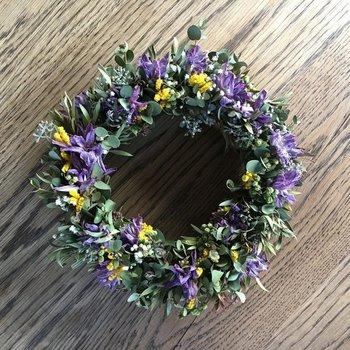 フリージア・ゴールデンロッド・かすみ草・ガマズミ… 鮮やかな生花も素敵ですが、時間の経過と共に変わっておく色合いもまた愛らしいです。