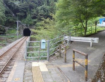 飯田線沿線の中井侍駅は、1936年に開業された無人駅で長野県最南端に位置しています。